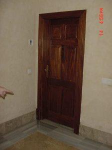 puertas-de-madera-color-nogal