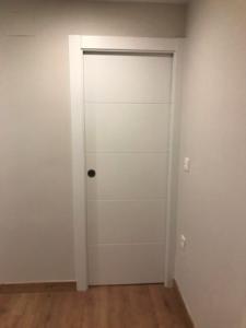 ofertas en Granada de puertas de interior lacadas en blanco